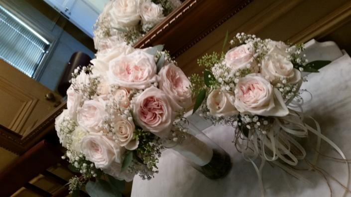 Garden roses and baby's breath