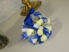 royal blue with white spray roses