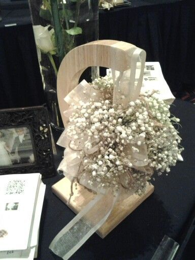 The baby's breath kissing ball